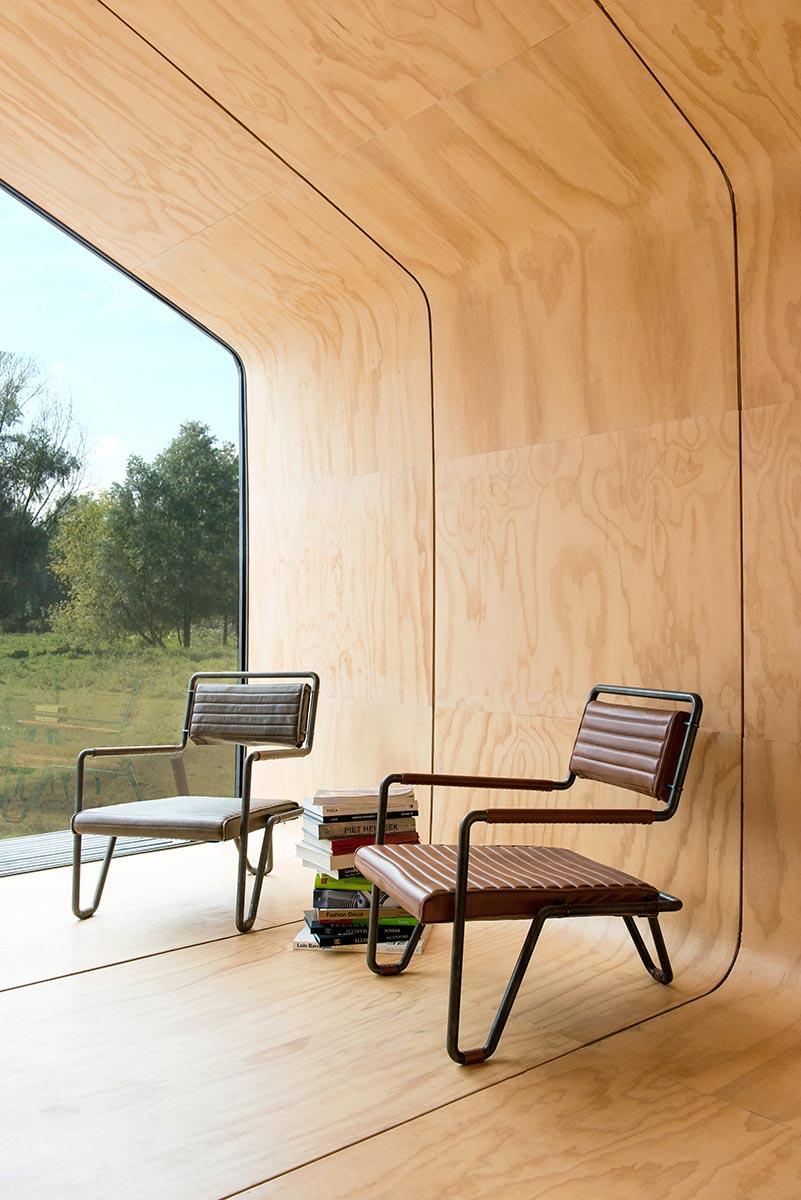 Tine House - Die Innenwände sind mit Naturholz verkleidet, was den edlen Design-Charakter unterstreicht